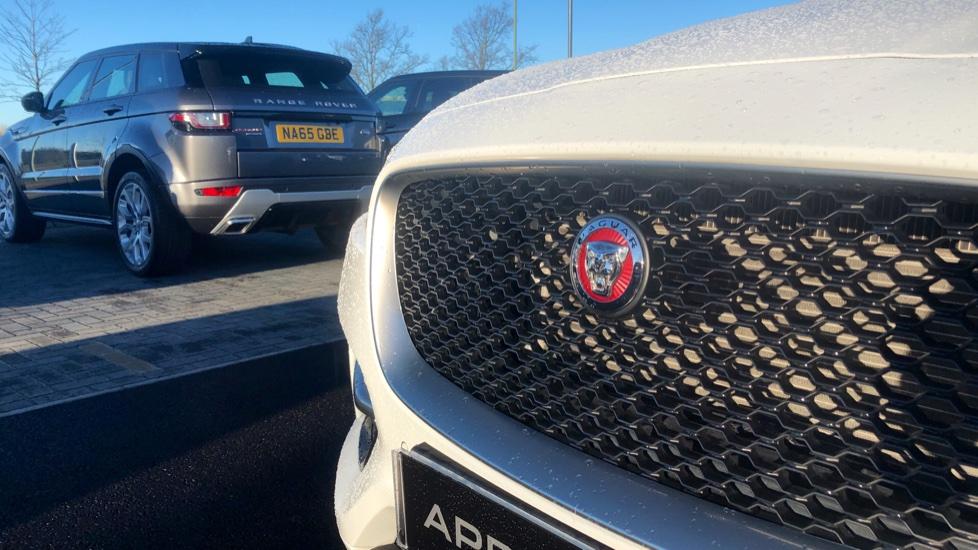 Jaguar F-PACE 2.0d R-Sport 5dr AWD image 12