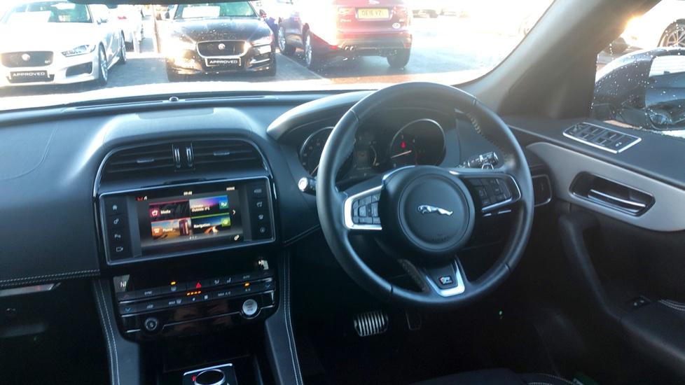 Jaguar F-PACE 2.0d R-Sport 5dr AWD image 25