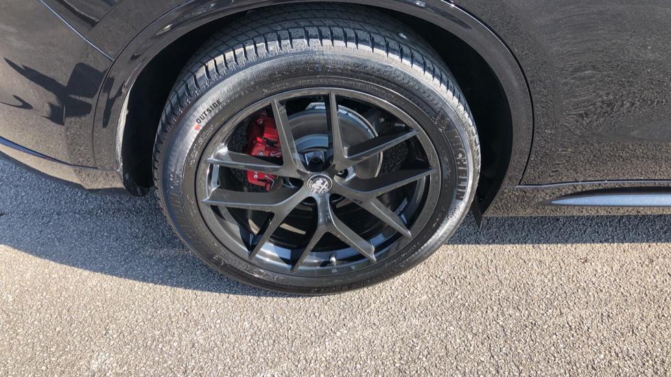 Alfa Romeo Stelvio 2.2 D 210 Veloce 5dr Auto image 14