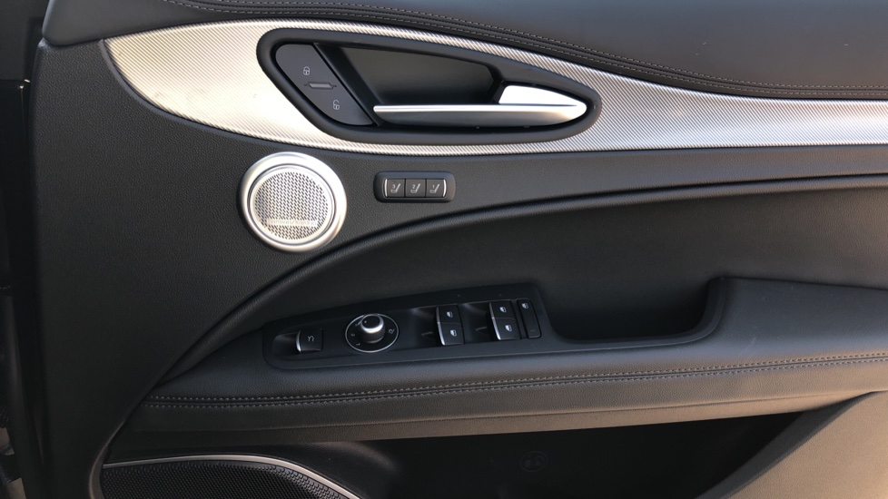 Alfa Romeo Stelvio 2.2 D 210 Veloce 5dr Auto image 16