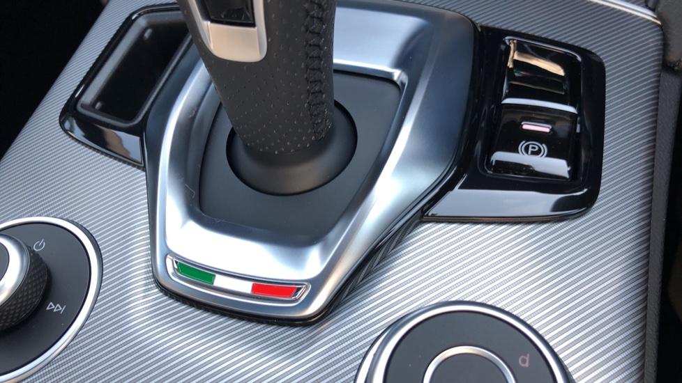Alfa Romeo Stelvio 2.2 D 210 Veloce 5dr Auto image 24