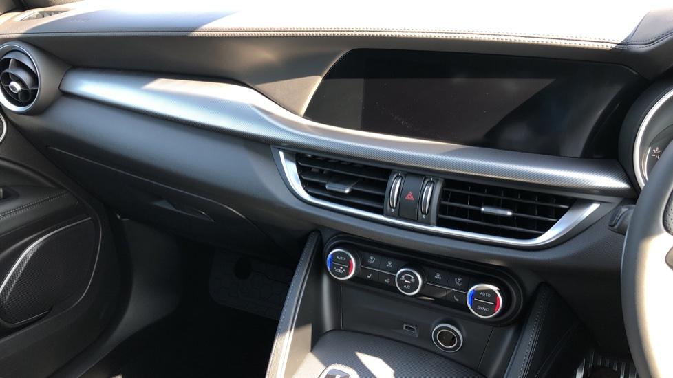 Alfa Romeo Stelvio 2.2 D 210 Veloce 5dr Auto image 32