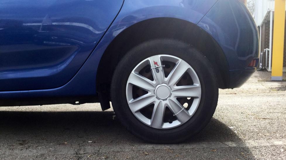Dacia Sandero 1.2 16V Laureate 5dr image 8