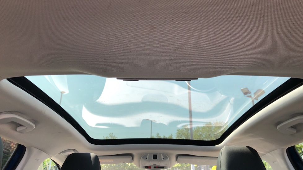 Vauxhall Grandland X Elite Nav - Panoramic Sunroof, Satellite Navigation & Parking Sensors image 12