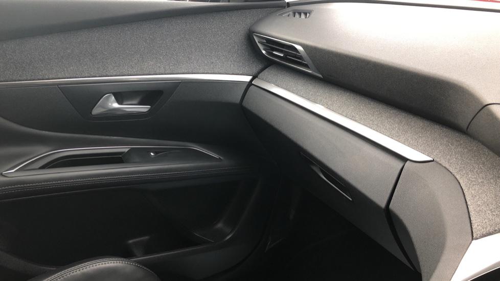 Peugeot 3008 1.2 Puretech Allure EAT6 image 34
