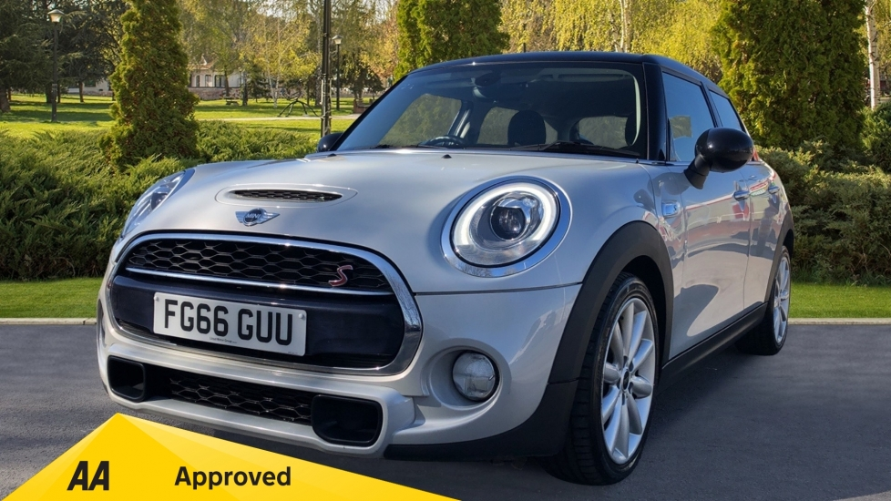 Mini Hatch 2.0 Cooper S D with CHILI Pack, MINI Navigation System & Visual Boost Radio Diesel Automatic 5 door Hatchback (2016) image
