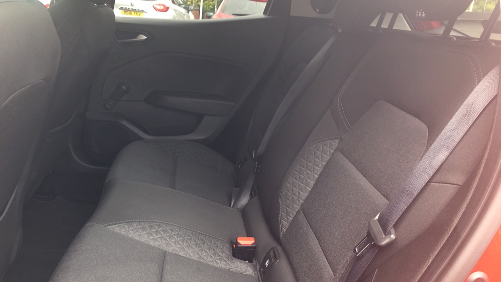 Renault Clio 1.0 TCe 100 Iconic 5dr image 4