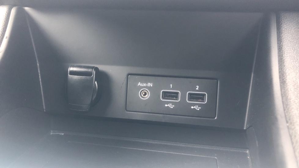 Renault Captur 1.0 TCE 100 Iconic 5dr with Parking Sensors, Sat Nav & Lane Departure Warning image 17