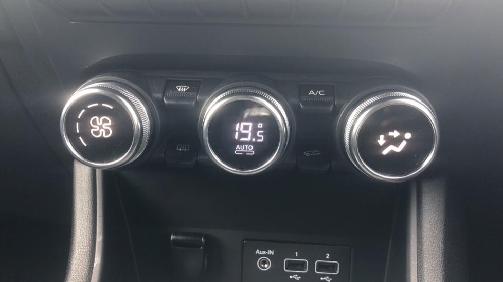 Renault Captur 1.0 TCE 100 Iconic 5dr with Parking Sensors, Sat Nav & Lane Departure Warning image 19