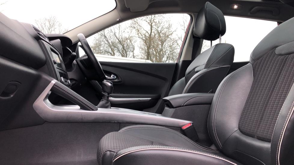 Renault Kadjar 1.2 TCE Signature Nav 5dr with Panoramic Sunroof, Sat Nav & Parking Sensors image 3