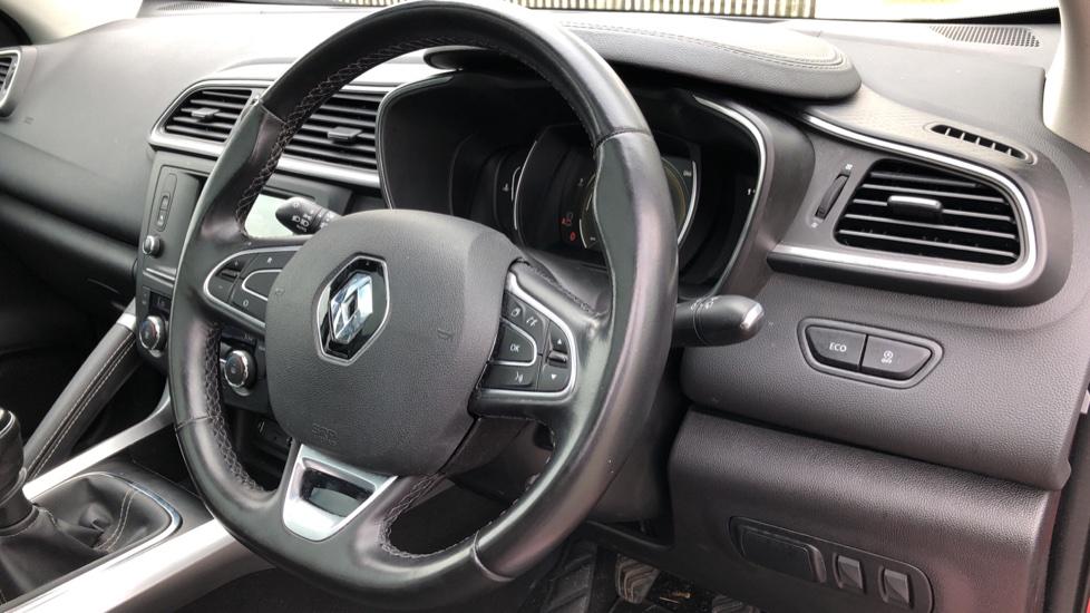 Renault Kadjar 1.2 TCE Signature Nav 5dr with Panoramic Sunroof, Sat Nav & Parking Sensors image 13