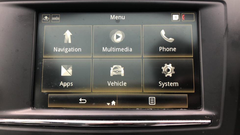 Renault Kadjar 1.2 TCE Signature Nav 5dr with Panoramic Sunroof, Sat Nav & Parking Sensors image 18