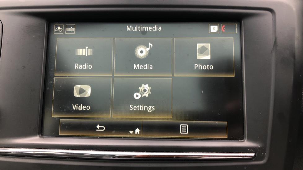 Renault Kadjar 1.2 TCE Signature Nav 5dr with Panoramic Sunroof, Sat Nav & Parking Sensors image 22