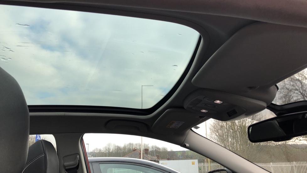 Renault Kadjar 1.2 TCE Signature Nav 5dr with Panoramic Sunroof, Sat Nav & Parking Sensors image 25