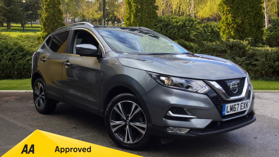 Nissan Qashqai 1.2 DiG-T N-Connecta 5dr Hatchback (2017) at Renault Bury thumbnail image