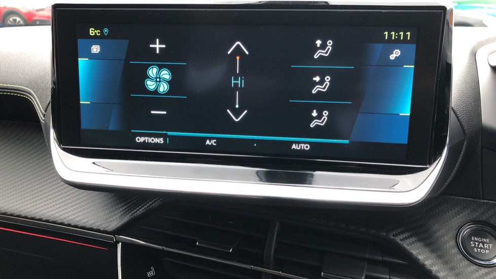 Peugeot 2008 SUV 100kW GT Line 50kWh image 23