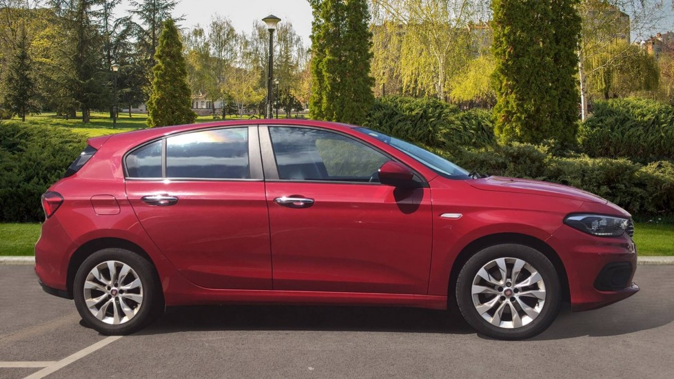 Fiat Tipo 1.4 Easy Plus 5dr - Multifunctional Steering Wheel, Cruise Control & Bluetooth image 5