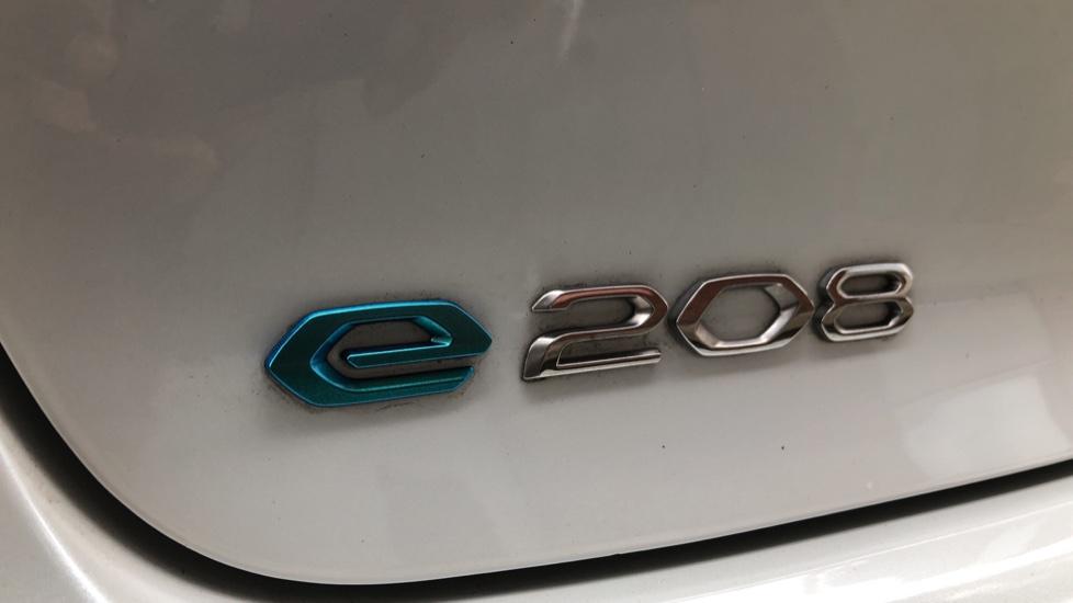 Peugeot 208 100kW GT 50kWh 5dr Auto image 13