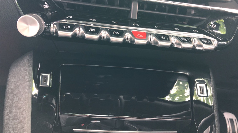 Peugeot 2008 SUV 1.5 BlueHDi GT Line 5dr image 24