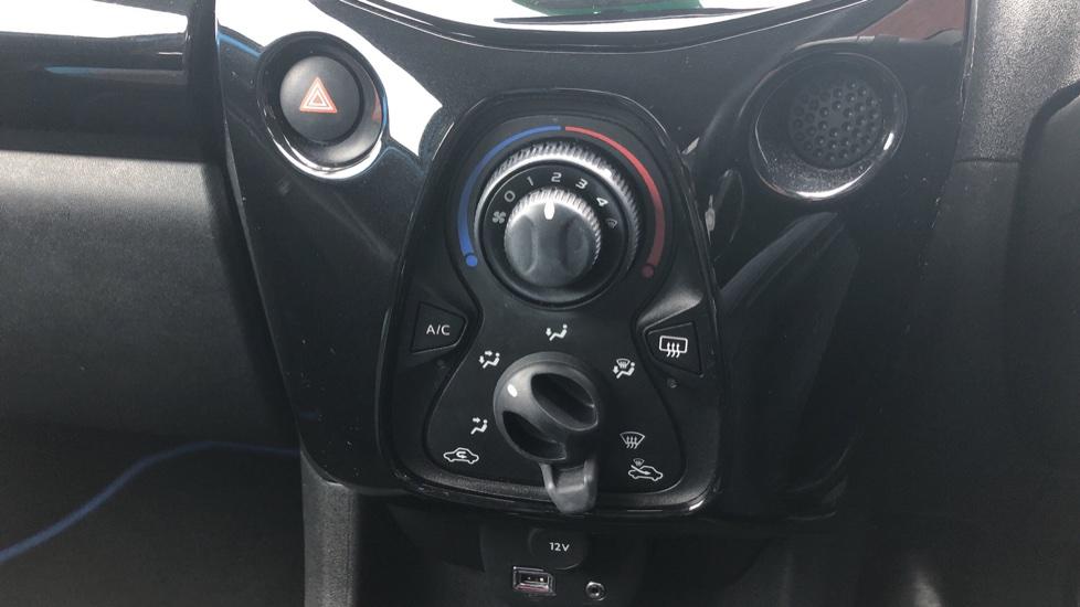 Toyota Aygo 1.0 VVT-i X-Cite 2 5dr image 19