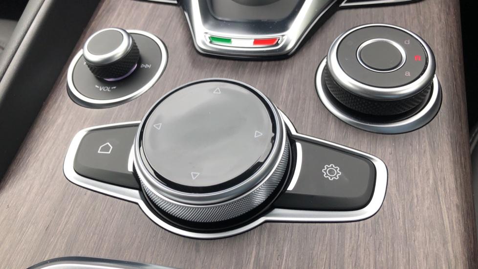 Alfa Romeo Giulia 2.0 TB Lusso Ti 4dr - Huge Saving From New List image 22