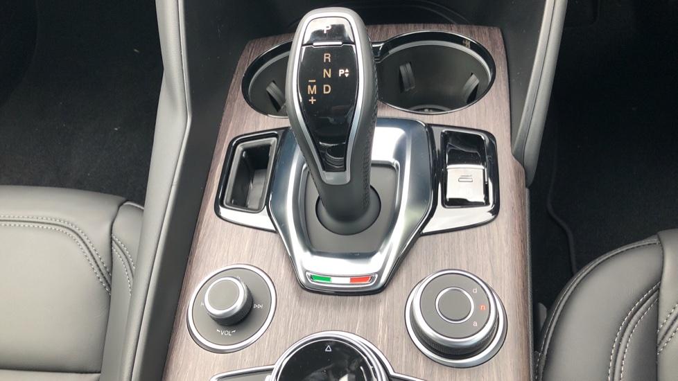 Alfa Romeo Giulia 2.0 TB Lusso Ti 4dr - Huge Saving From New List image 24