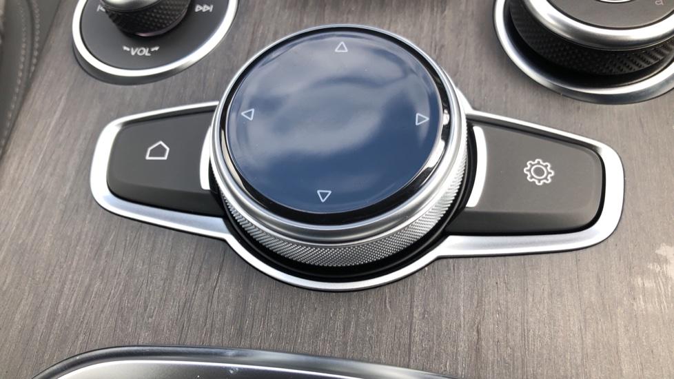 Alfa Romeo Stelvio 2.2 D 210 Veloce 5dr image 12