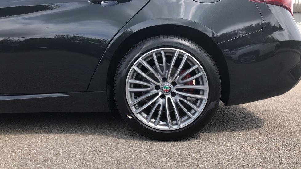 Alfa Romeo Giulia 2.2 JTDM-2 190 Lusso Ti 4dr image 8