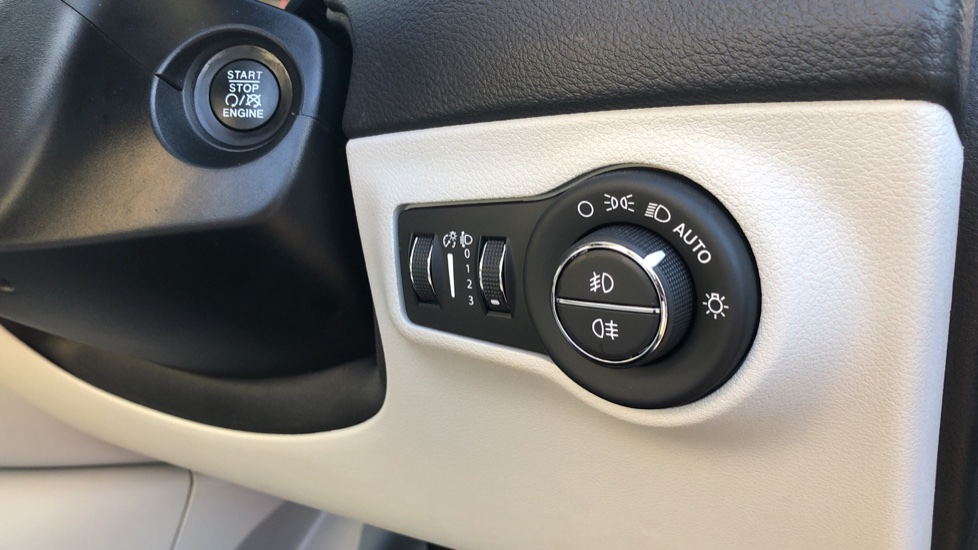 Jeep Compass 1.6 Multijet 120 Limited 5dr [2WD] image 13