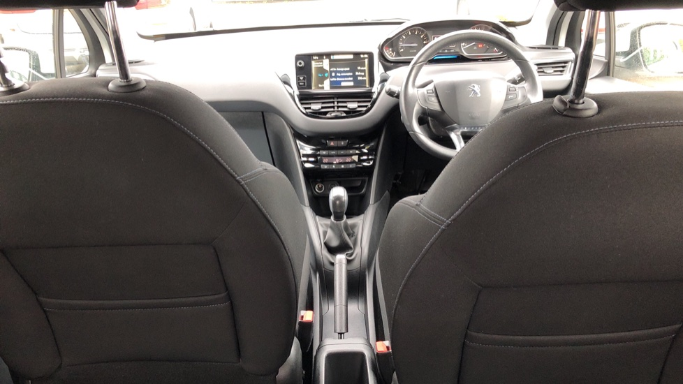 Peugeot 208 1.2 VTi Allure 5dr image 9