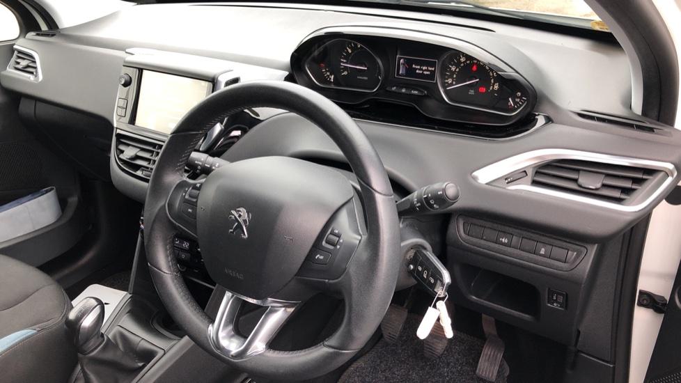 Peugeot 208 1.2 VTi Allure 5dr image 10