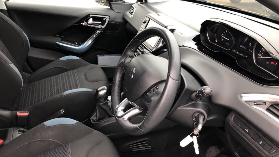 Peugeot 208 1.2 VTi Allure 5dr image 11