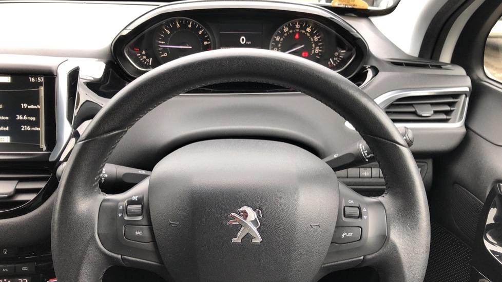 Peugeot 208 1.2 VTi Allure 5dr image 14