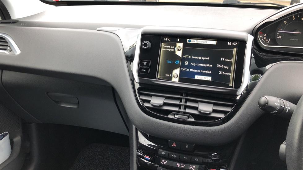 Peugeot 208 1.2 VTi Allure 5dr image 16