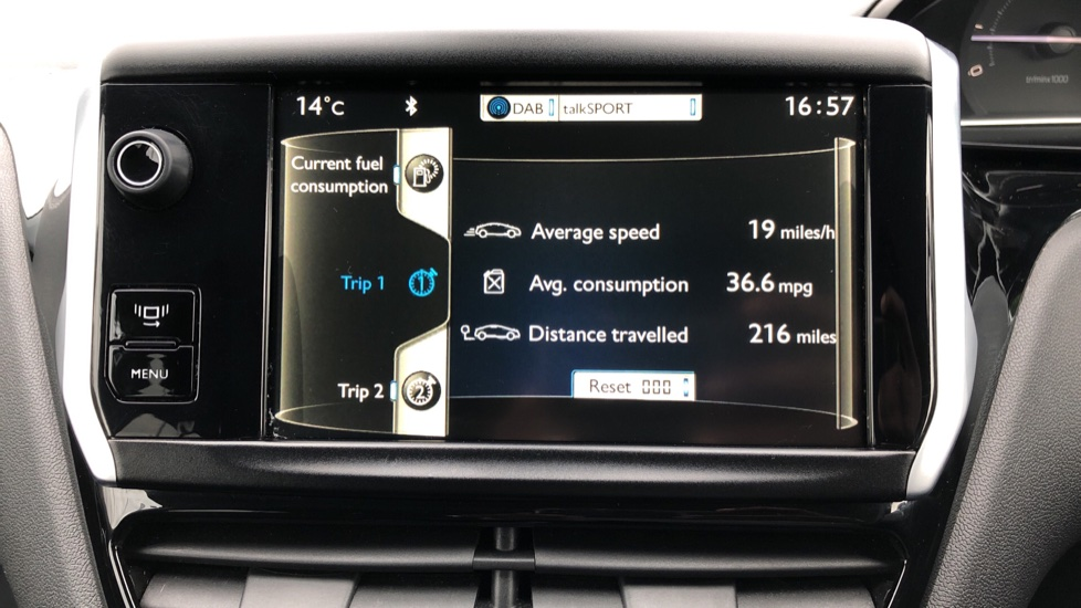 Peugeot 208 1.2 VTi Allure 5dr image 17