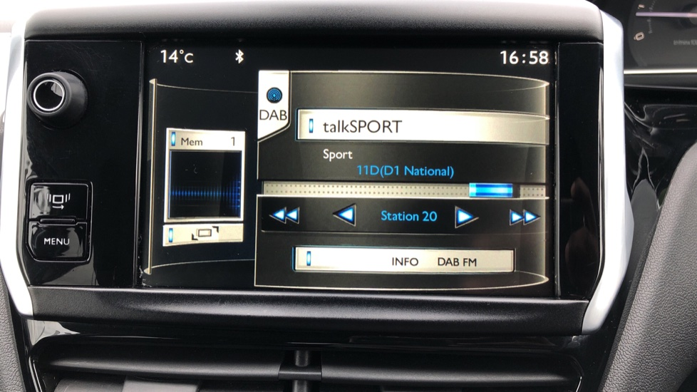 Peugeot 208 1.2 VTi Allure 5dr image 19
