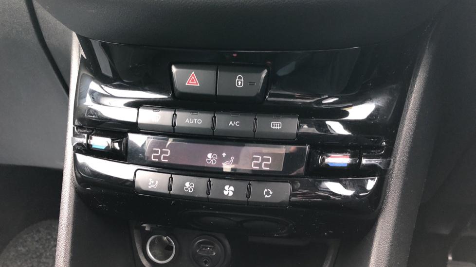 Peugeot 208 1.2 VTi Allure 5dr image 22