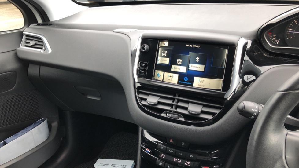 Peugeot 208 1.2 VTi Allure 5dr image 23