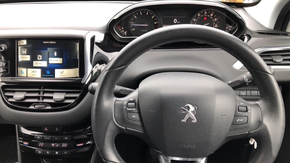 Peugeot 208 1.2 VTi Allure 5dr image 24