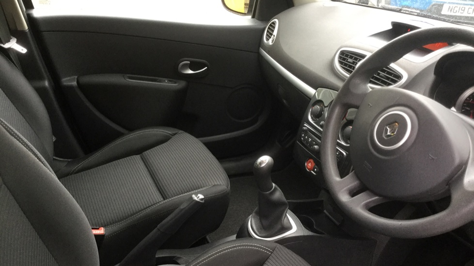 Renault Clio 1.5 dCi 88 eco2 Expression+ 5dr image 13