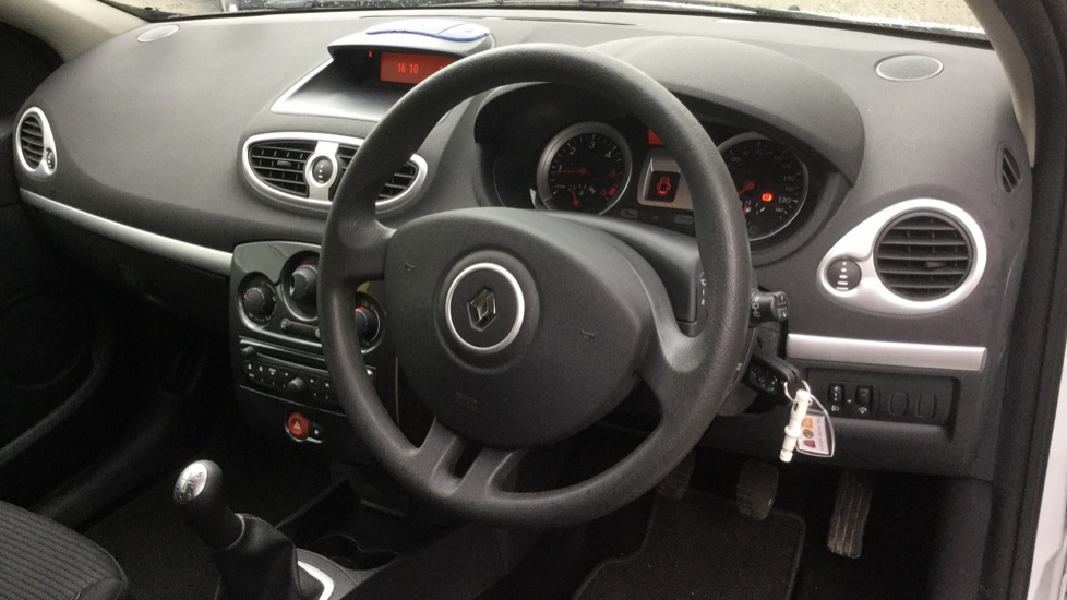 Renault Clio 1.5 dCi 88 eco2 Expression+ 5dr image 14