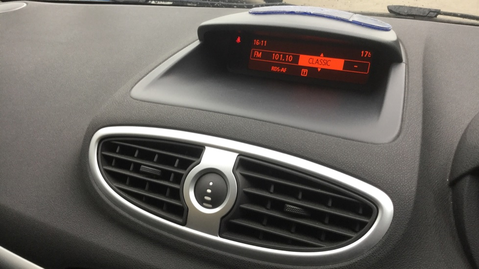 Renault Clio 1.5 dCi 88 eco2 Expression+ 5dr image 22