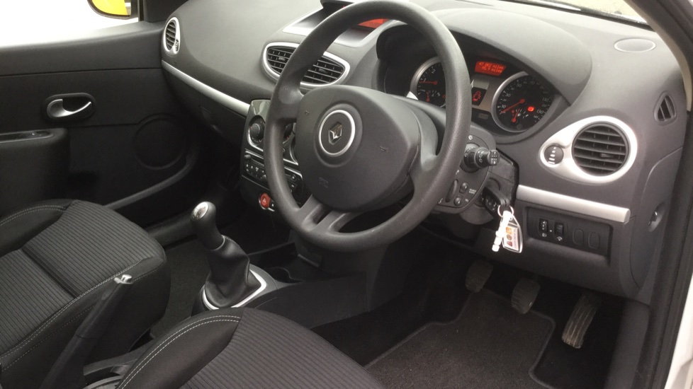 Renault Clio 1.5 dCi 88 eco2 Expression+ 5dr image 24