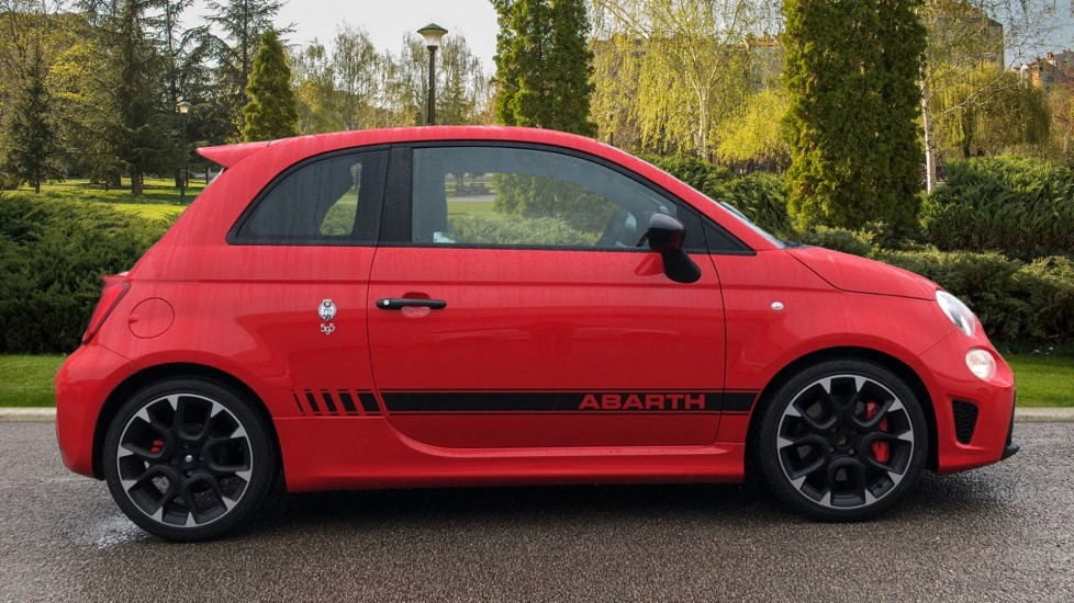Abarth 595 1.4 T-Jet 180 Competizione 70th Anniversary SPECIAL EDITION image 5 thumbnail