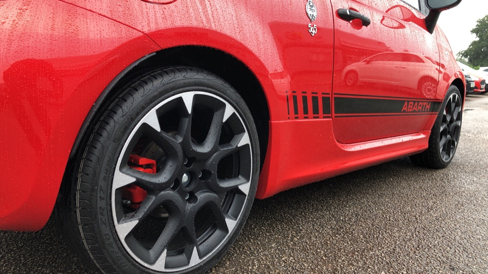 Abarth 595 1.4 T-Jet 180 Competizione 70th Anniversary SPECIAL EDITION image 13 thumbnail