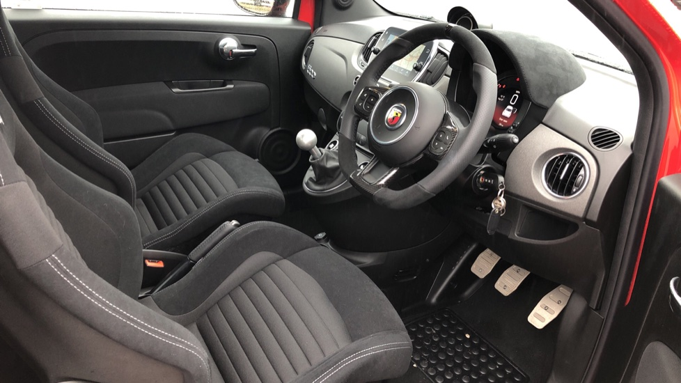 Abarth 595 1.4 T-Jet 180 Competizione 70th Anniversary SPECIAL EDITION image 15 thumbnail