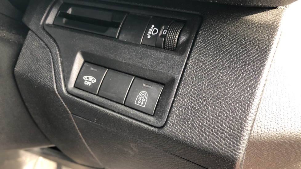 Peugeot 3008 1.6 BlueHDi 120 Allure 5dr image 11