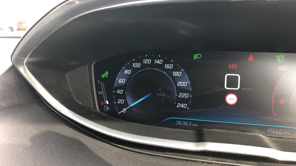 Peugeot 3008 1.6 BlueHDi 120 Allure 5dr image 14