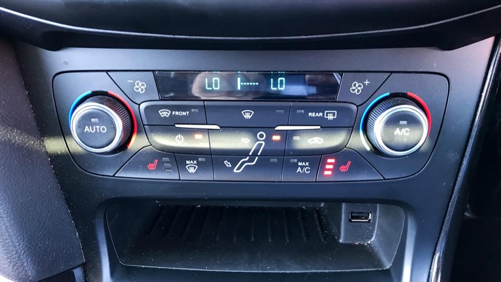 Ford Focus 2.0 TDCi Titanium [Nav] Powershift image 14