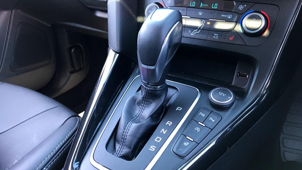 Ford Focus 2.0 TDCi Titanium [Nav] Powershift image 15